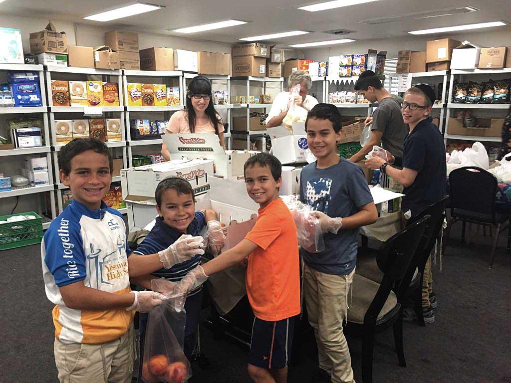 Arizona Children volunteering at the Arizona Kosher Pantry